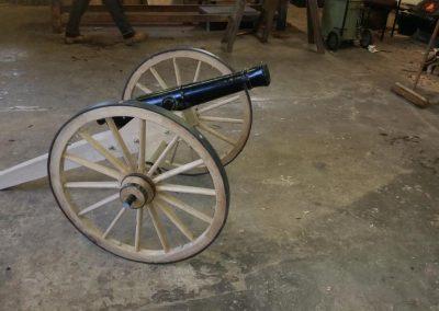 half-sixe-american-gun
